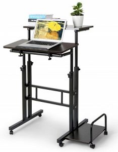 höhenverstellbarer Schreibtisch für das Arbeiten im Stehen und Sitzen